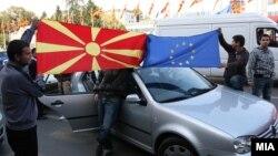 Граѓаните ја прославуваат препораката на ЕК за преговори со Македонија за членство во ЕУ, 2009.