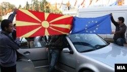Граѓаните ја слават препораката на ЕК за преговори со Македонија