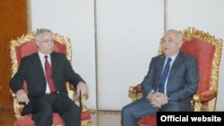 Jakup Krasniqi (majtas) dhe Xhemil Çiçek në takimin e sotëm