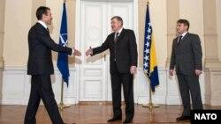 Generalni sekretar NATO-a Anders Fogh Rasmussen sa članovima Predsjedništva BiH Nebojšom Radmanovićem i Željkom Komšićem u Sarajevu, 7. februar 2013.