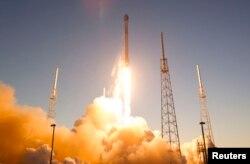 """Ракета компании SpaceX Илона Маска """"Falcon 9"""""""