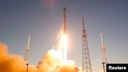 Запуск ракеты Falcon 9. Иллюстративное фото.