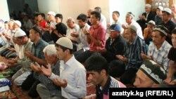 Ош шаарынын жана облусунун мечиттеринде окулган айт намаз. 10-сентябрь, 2010-жыл