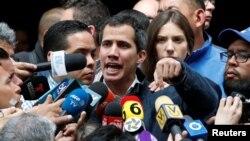 Гуайдо се обяви за временен президент на фона на масови протести срещу режима на Николас Мадуро.