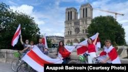 Белорусы в Париже организовали велосипедную экскурсию солидарности.