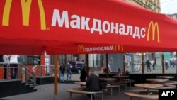 Russia -- People sit on the terrace of a closed McDonald's restaurant, the first to be opened in the Soviet Union in 1990, in Moscow, August 21, 2014