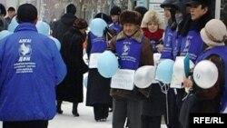 """Одна из акций протеста активистов незарегистрированной оппозиционной партии """"Алга"""". Иллюстративное фото."""