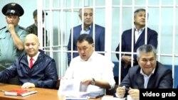Текебаев и Чотонов в зале суда. 5 июня 2017 года.