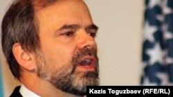 Қазақстандағы АҚШ елшісі Кеннет Фэйрфакс. Алматы, 27 қаңтар 2012 жыл.
