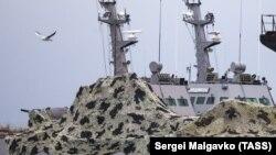 Захваченный катер «Бердянск» в порту Керчи