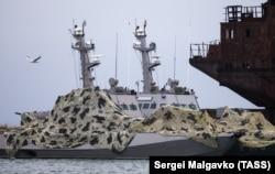 Украинские военные катера в порту Керчи