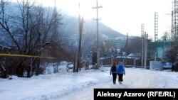 Начальный участок дороги в урочище Кокжайляу. Алматы, 1 декабря 2014 года.