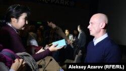 Автор сценария, продюсер и сорежиссер фильма «28 панфиловцев» Андрей Шальопа отвечает на вопросы журналистов. Алматы, 18 ноября 2016 года.