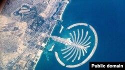 جزیره مصنوعی جمیره در ساحل شیخ نشین دوبی در امارات متحده عربی