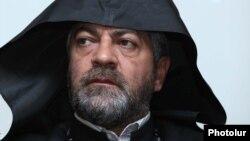 Արարատյան հայրապետական թեմի առաջնորդական փոխանորդ Նավասարդ արքեպիսկոպոս Կճոյանը, արխիվ: