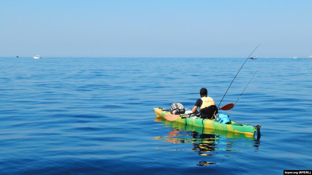Рыбак в открытом море