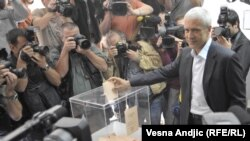 Serbët votojnë në balotazhin presidencial