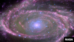 М81 эшилме галактикасындагы Күндөн 70 миллион эсе чоң кара көңдөй (чёрная дыра).