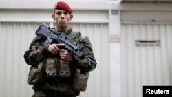 ارشیف، یک سرباز فرانسوی