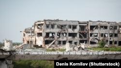 Руїни Міжнародного аеропорту «Донецьк» імені Сергія Прокоф'єва після боїв українських військових із російськими гібридними силами
