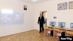 İ.Əliyev Bakıda yeni məktəbin açılışında