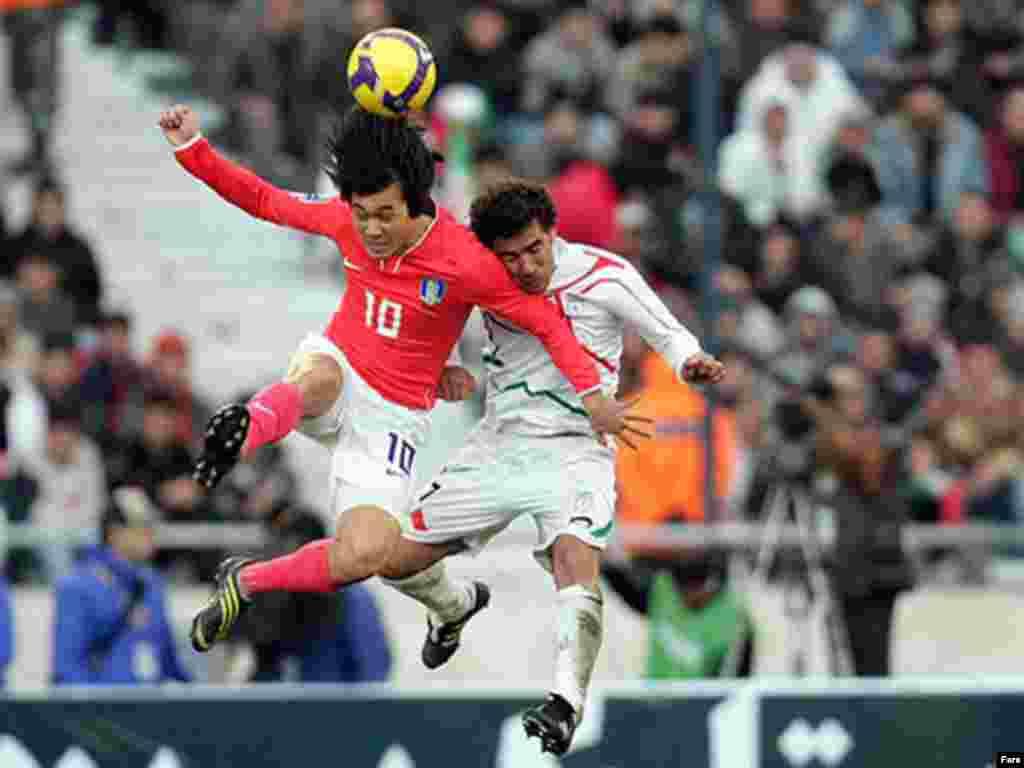 Iran -- Iran - South Korea football match, Tehran, 11Feb2009