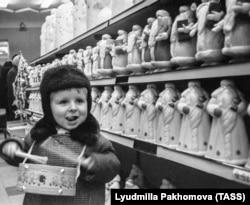 Новогодний магазин.1 декабря 1970 года