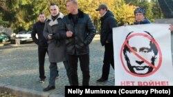 Ольга Малышева с плакатом, 16 октября 2016 г., Калининград