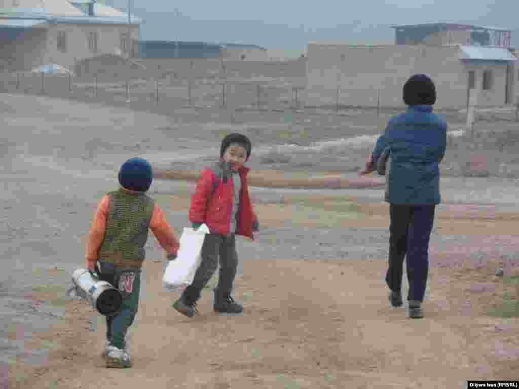 Дети в селе Багыс.