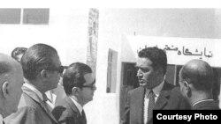 دکتر علینقی عالیخانی (نفر دوم از راست) وزير اقتصاد ايران در دهه ۴۰ خورشيدى.