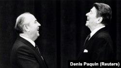 АҚШ президенті Рональд Рейган және СССР президенті Михаил Горбачев. 1985 жыл