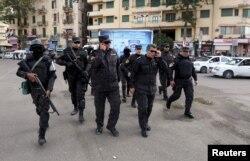 Усиленные наряды полиции вокруг площади Тахрир в Каире. 25 января 2016 года