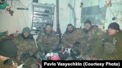 Зліва на право: Євген Терещенко, Генадій Іванов – «Баварець», В'ячеслав Панченко, Павло Васєчкін, боєць з 93-ї бригади. 7 грудня 2014 року