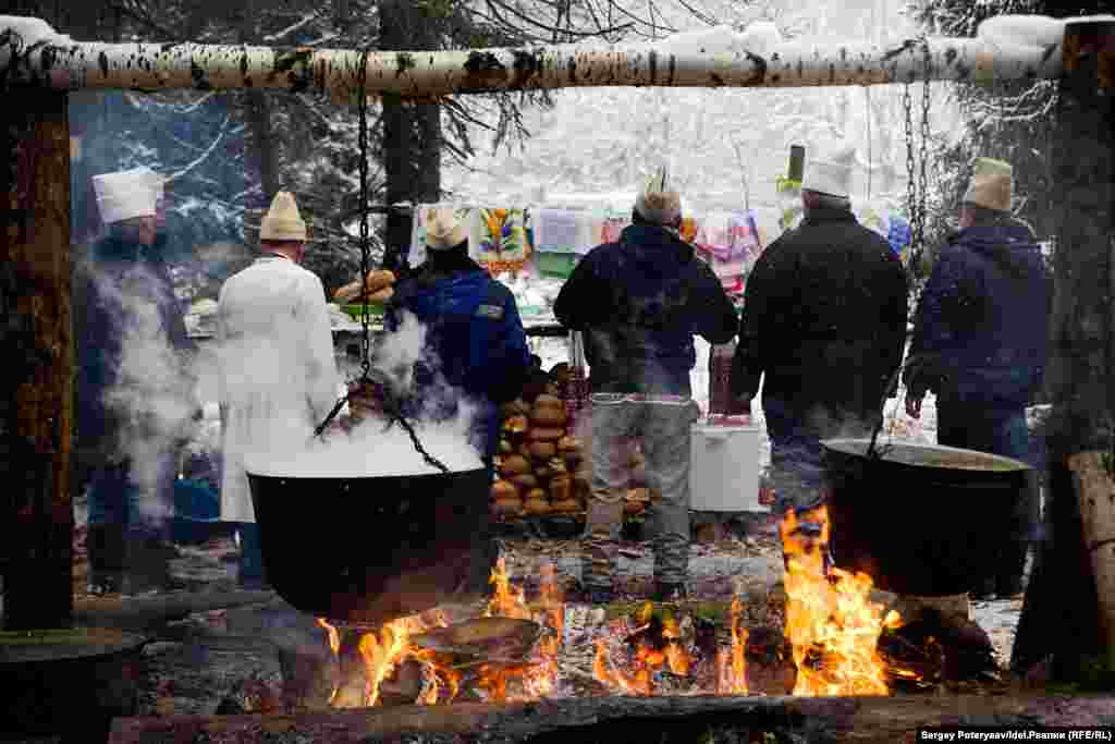 After preparing the food, Mari pray to the gods, moving from one fire to another to speak to different deities.