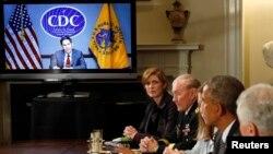 Президент США Барак Обама проводит видеоконференцию, посвященную противодействию и борьбе с распространением лихорадки Эбола