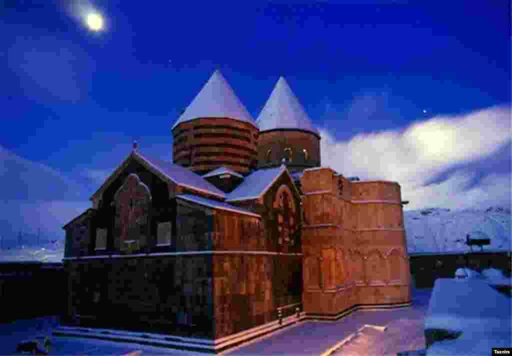 قره کلیسا از بناهای مذهبی متعلق به ارامنه است که در جنوب ماکو و ۲۰ کیلومتری شمال شرقی چالدران در کنار روستایی به همین نام واقع شده است.