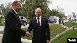 Azerbaýjanyň prezidenti Ylham Aliýew we Orsýetiň prezidenti Wladimir Putin.