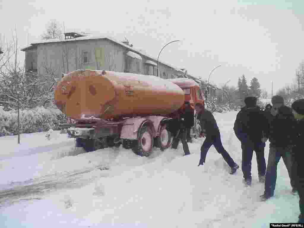 A tanker truck gets stuck in Kulob, Tajikistan.