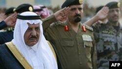 Сауд Арабиясының ішкі істер министрі Наиф ибн Абдель Азиз аль-Сауд әскери шеруде тұр. Мекке, 3 желтоқсан 2008 жыл.