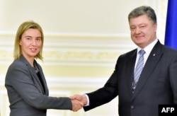 Федерику Могерини радушно встречали и в Москве, и в Киеве