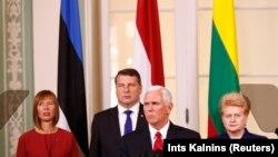 Вице-президент США Майк Пенс на встрече в Таллине с президентами Эстонии, Латвии и Литвы, 31 июля 2017 года