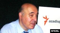 """Çingiz Abdullayev """"Azadlıq"""" radiosunun Bakı Bürosunda, 20 iyul 2006"""