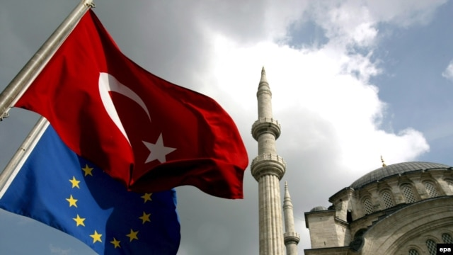 Turkish and EU flags fly in Istanbul. Garton Ash says the EU must fulfill its long-standing promises to Turkey -- and other countries that meet its criteria.