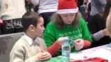 Подарунки на Миколая для дітей-переселенців зробили їхні однолітки (відео)
