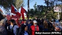 «Бүтүн Кыргызстан» партиясынын тарапкерлери соттун алдында. 7-сентябрь, 2020-жыл.