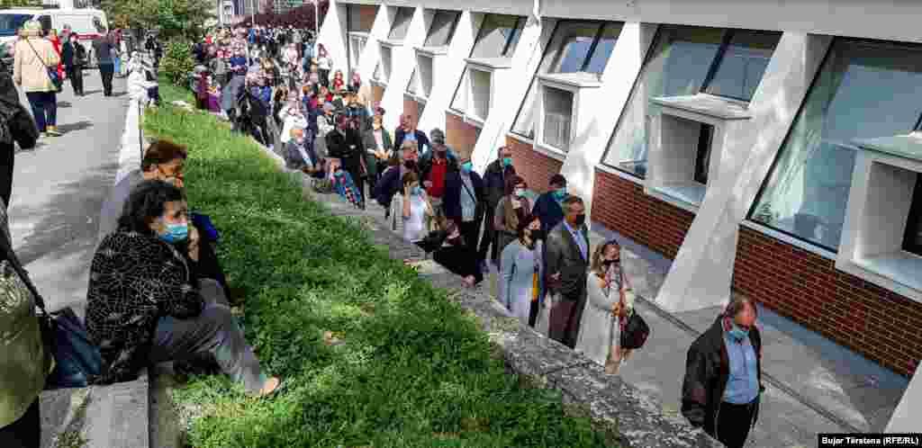 Në Kosovë, të mërkurën më 12 maj nisi vaksinimi kundër koronavirusit i personave mbi 65 vjeç.