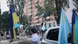 В Киеве прошел автопробег ко Дню крымскотатарского флага (видео)
