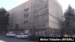 Михаил Фрунзенин үй музейинин тышкы көрүнүшү. Бишкек, 1-сентябрь, 2014.