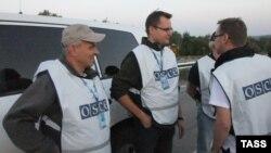 ЕҚЫҰ миссиясының Донецк облысындағы бақылаушылары. Украина, қыркүйек 2014 жыл.