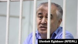 Jailed opposition leader Omurbek Tekebaev (file photo)